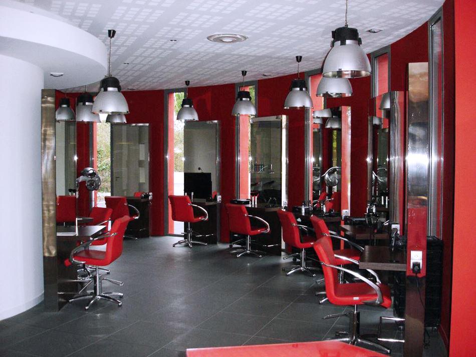 Réalisation de l'électricité dans le salon de coiffure Studio 46 au Perrier